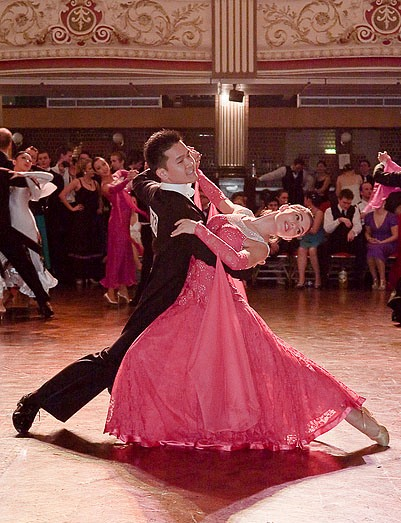 International-Slow-Waltz-Throwaway-Oversway-at-Blackpool-Image-courtesy-of-Wikipedia-Commons